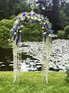 Arch wedding arrangements
